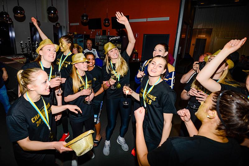 Guldfest på Luleå Energi Arena efter finalvinst mot Udominate.