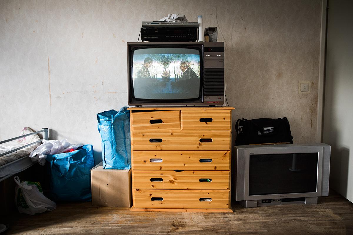 """Från flyktingprojekt på asylboende i Boden. Om att leva i limbo, varken få stanna eller åka """"hem"""". Ej publicerat."""