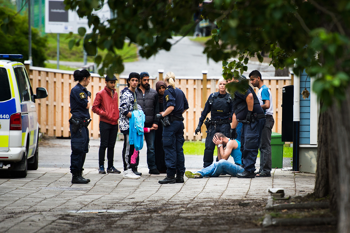 En man hotade tända eld på sig själv på Migrationsverket i Boden. För Aftonbladet.